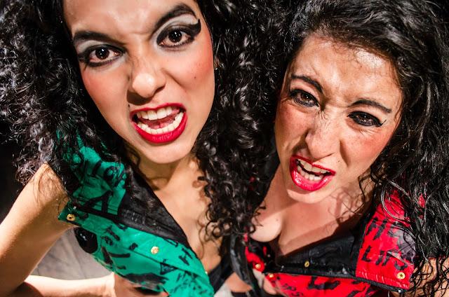 """Camila Vanegas Arias y Gloria Helena Corredor Alfonso como Pocho y Pequitas al grito de """"¡Muere, Numancia, muere!"""" - Fotografía de Gustavo Serrato Navas"""