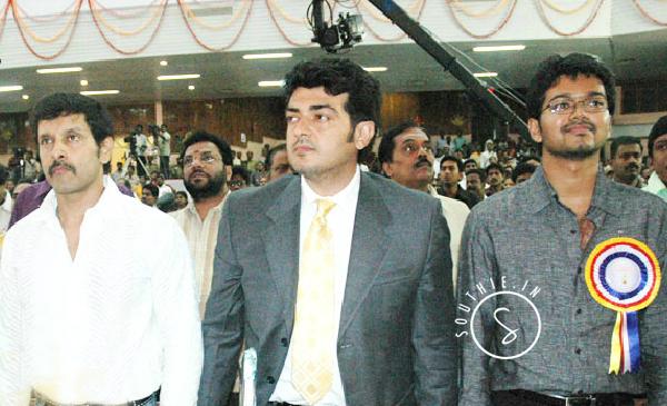 Vikram, Vijay and Ajith come together for Independence day. Chiyaan Vikram, 10 Enradhukulla, Thala Ajith, Thala 56, Thalapathy Vijay, Puli
