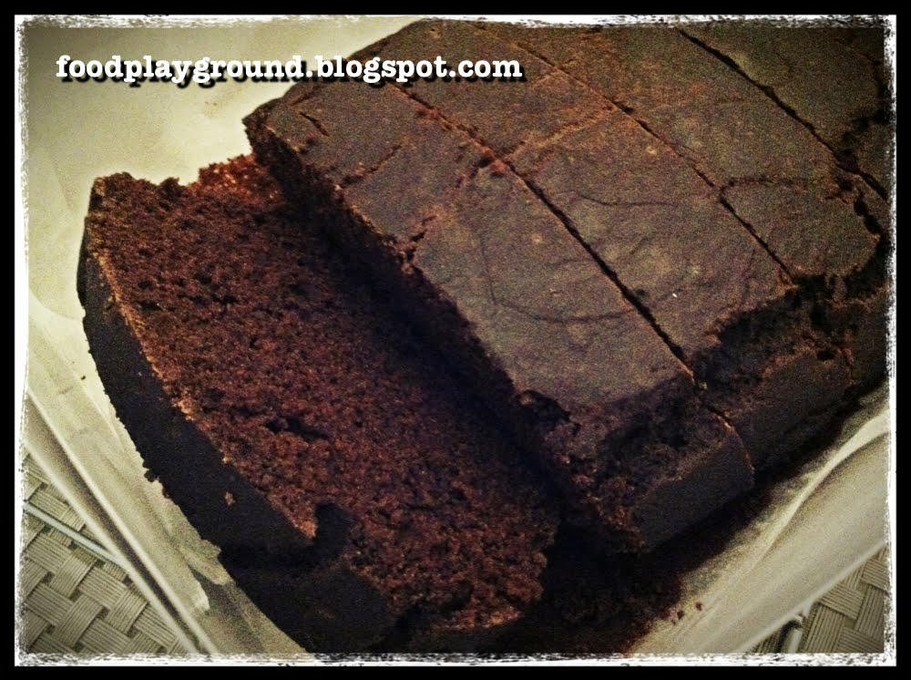 Food Playground: Easy Deep Chocolate Pound Cake