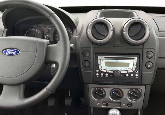 Interior da EcoSport FreeStyle 2011 - console central