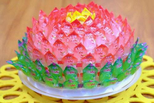 Cách làm hoa sen bằng kẹo Oishi đón Tết