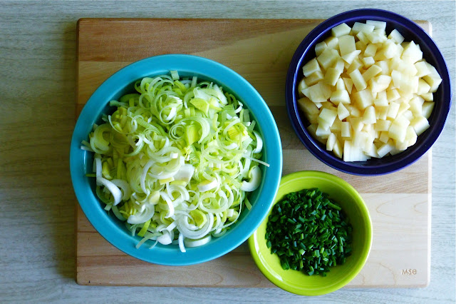 Fiestaware, leeks, potatoes, chives, Fiestaware turquoise serving bowl, Fiestaware plum bowl, Fiestaware lemongrass bolw