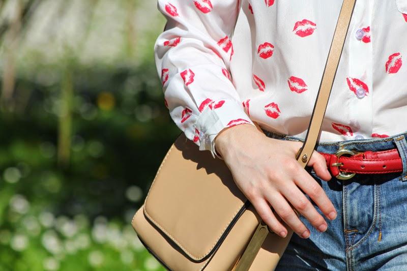 camisa_de_besos_con_bolso_claro_zara-fashion_blogger_bilbao-outfit-daily