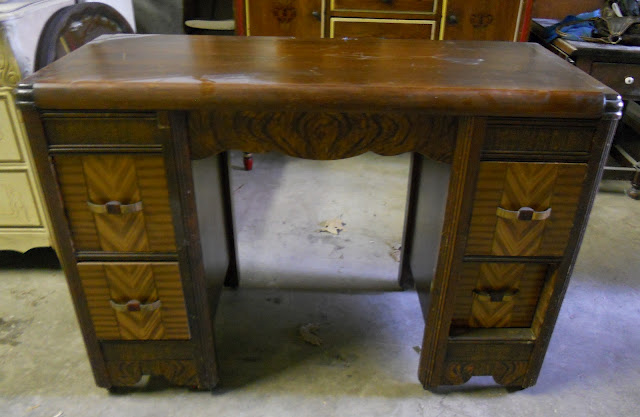 Anyway--I really do love this piece and the little vanity chair was a find,  too! - Createinspire}: Two-tone Antique Vanity/Desk