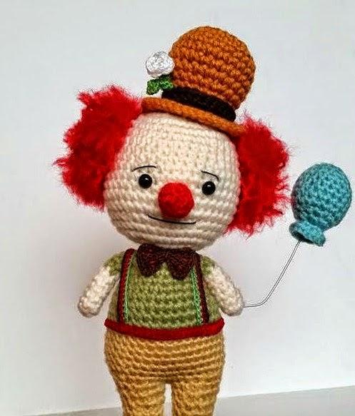 2000 Free Amigurumi Patterns: Free circus clown Amigurumi