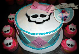 Monster High Cake & Cupcakes