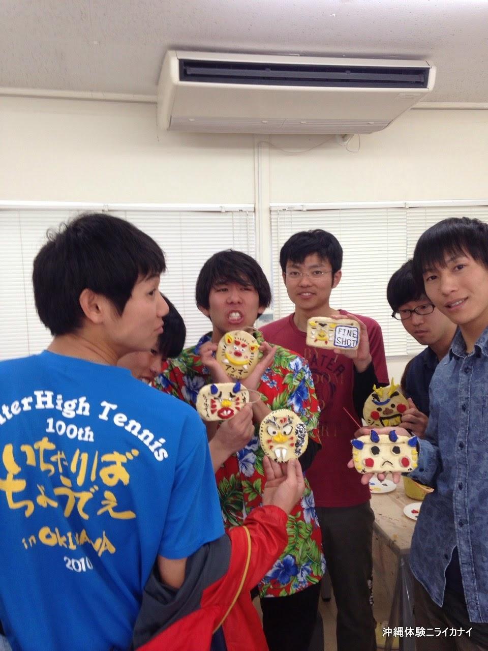 沖縄卒業旅行でシーサー作り体験