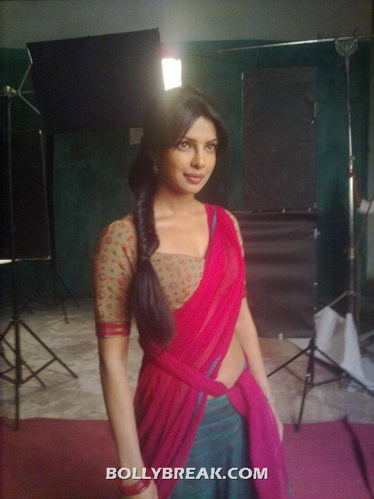 Priyanka Chopra in hot saree  on the sets of agneepath - Priyanka Chopra Agneepath unseen On the Set Pics