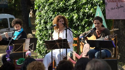 http://www.lacasaencendida.es/es/eventos/cada-cual-atienda-su-juego-concierto-tres-eran-tres-4932