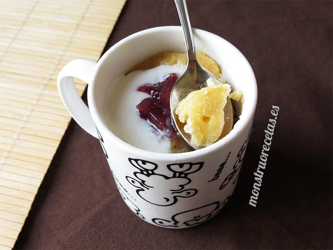 Mug cake o bizcocho a la taza de yogur
