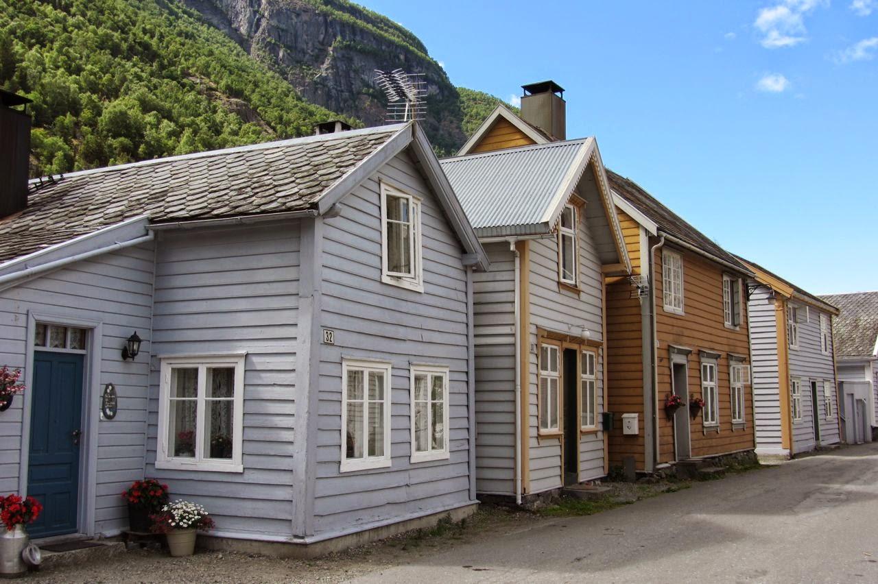 Noorwegen houten huizen in Laerdal