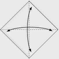 Bước 1: Gấp tờ giấy làm bốn để tạo các nếp gấp sau đó lại mở ra.