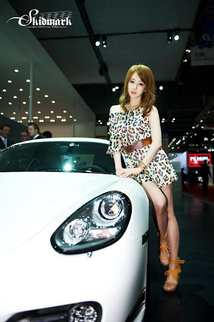 Lee Ga Na - Cute Korean Model at Motor Show