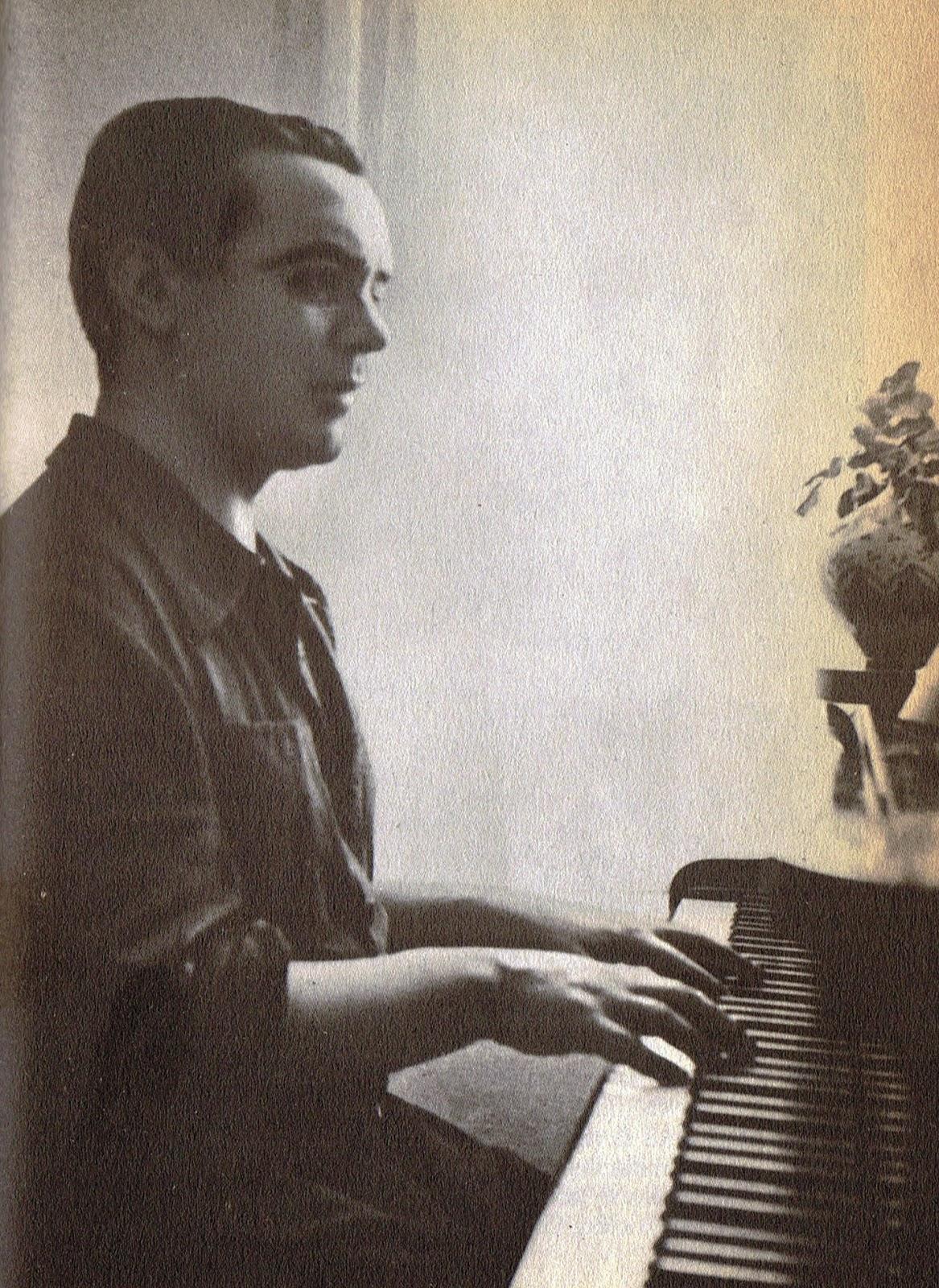 Lorca ante el  piano en el verano de 1934