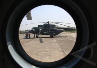 http://3.bp.blogspot.com/-x1A1arLHTsE/UPEG3PQor8I/AAAAAAAABxQ/6ASOwwXDEss/s1600/peristiwa-penyerahan-helikopter-mi-17-v5-01a.jpg