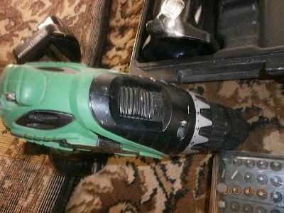 Переключатель скоростей у шуруповёрта Hitachi DS12DVF3