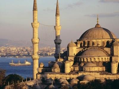 Sebuah gambar masjid di Turki.
