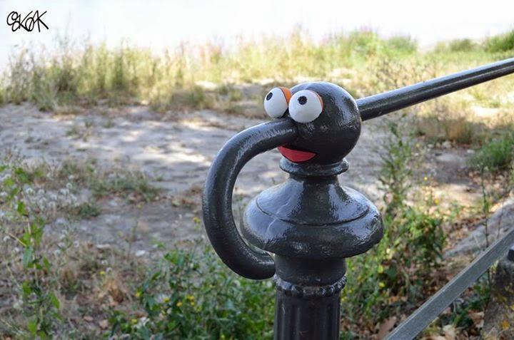 13-Gonzo-Muppet-Show-OakOak-Street-Art-Drawing-in-the-City-www-designstack-co