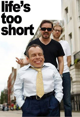 >Assistir 1 Temporada Life's Too Short Online Dublado Megavideo