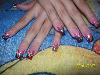 modelo de uñas de colores