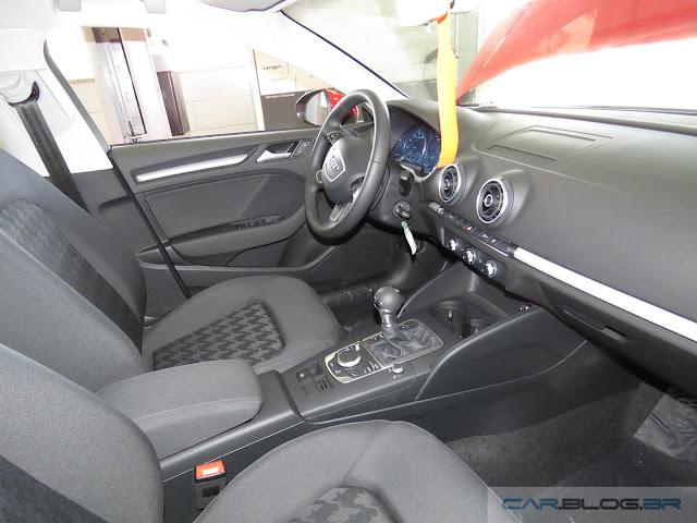 Audi A3 Sedan 1.4 Flex 2016 - espaço interno