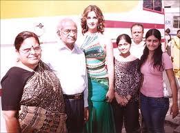 Katrina kaif''s sisters names and family photos | Fun and ...