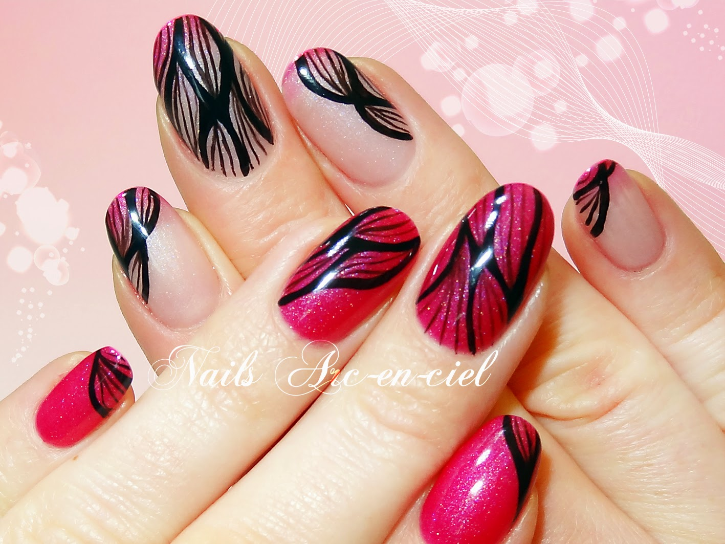 http://nails-arcenciel.blogspot.fr/2015/03/nail-art-abstrait-au-trait.html