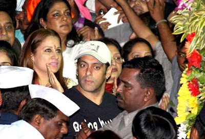 Celbs at Salman Khan's Ganpati visarjan stills