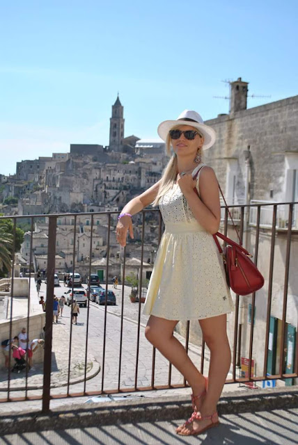 abito giallo come abbinare il giallo pepe jeans borsa rossa come abbinare la borsa rossa matera visitare matera cosa visitare  a matera travel viaggi travel blog pollini sandali pollini majique sl anello sl outfit agosto mariafelicia magno fashion blogger color block by felym fashion blog italiani fashion blogger italiane ragazze bionde summer outfits  yellow outfit red bag