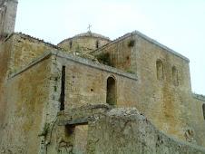 Vieille église à l'intérieur de château