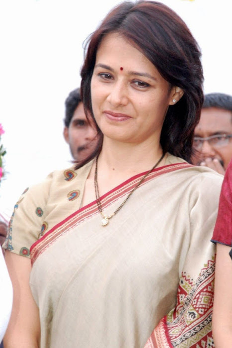 old amala nagarjuna saree latest photos