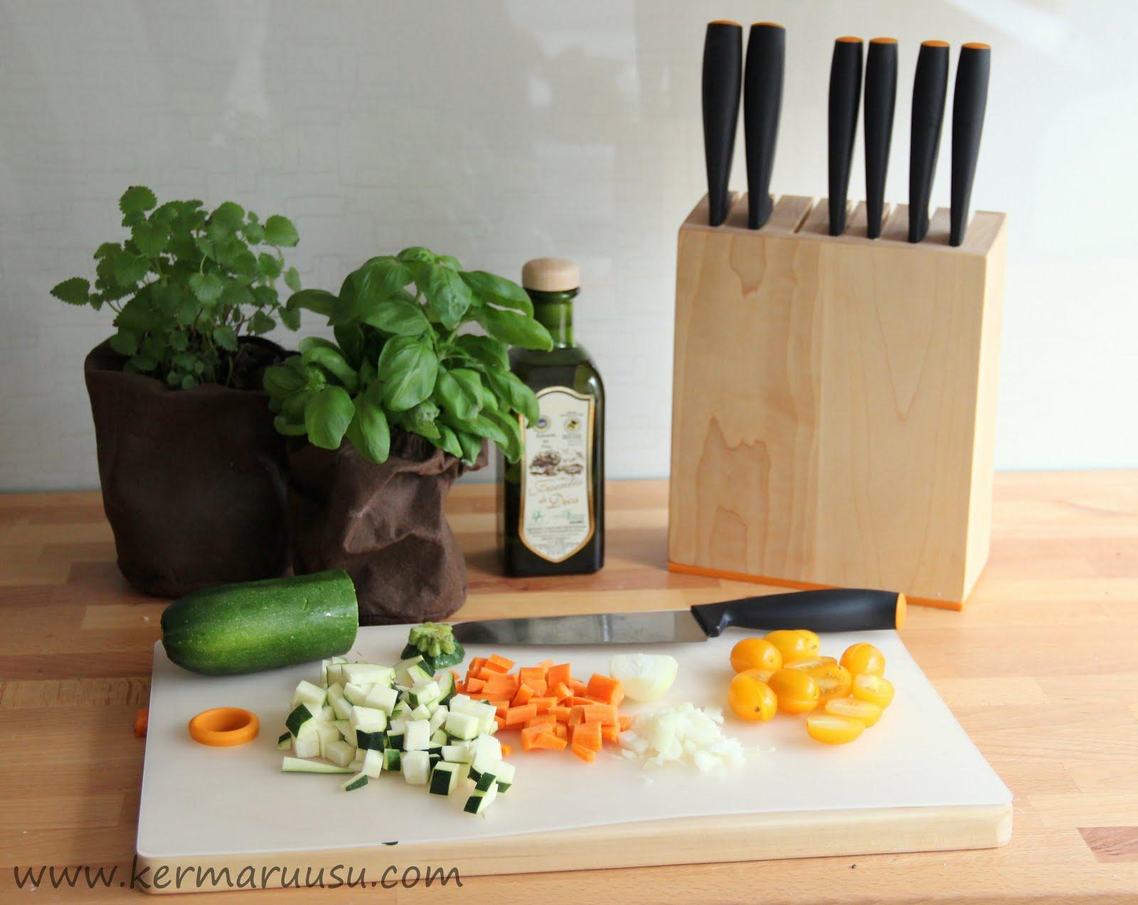 Veitset käyttöön kasvis-jauhelihapiirakassa