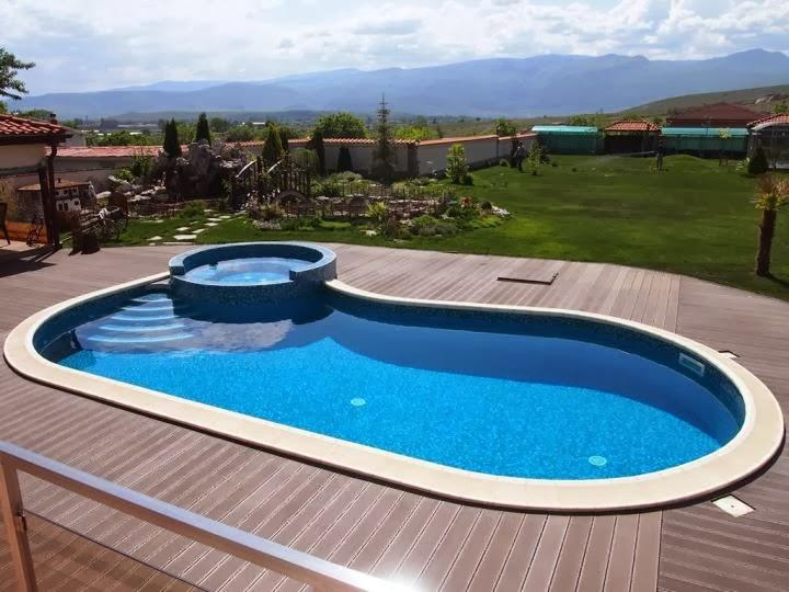 Външен басейн с кристална мозайка и дърволекс 1