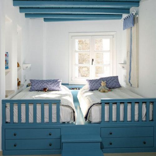 идея спального места для маленькой комнаты для двух подростков фото