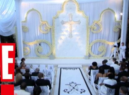 decoração do altar do casamento de Kim Kardashian