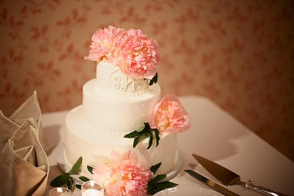inn at woodstock hill wedding: cake