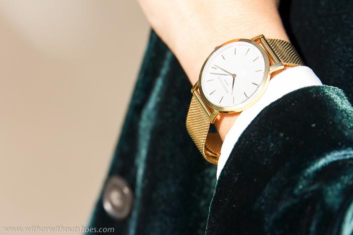 Reloj dorado con esfera redonda y correa metálica tendencia accesorios