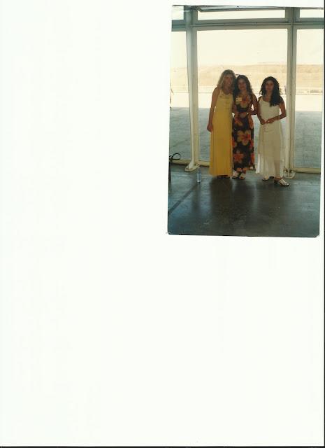 AQUI TENEIS UNA FOTO DE UNA ASAMBLEA DE LOS TESTIGOS DE JEHOVA JUNTO ALAS QUE FUERON MIS MEJORES AMIGAS