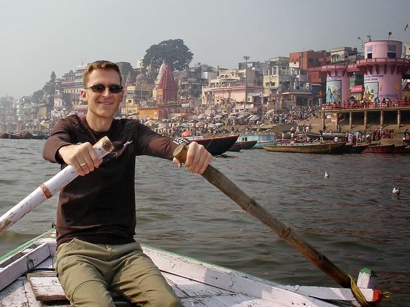 Mario Dubé sur le Gange à Varanasi, en Inde