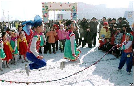 Aneka Jenis Mainan Tradisional Anak, permainan tradisional dan daerah asalnya, pengertian permainan tradisional permainan tradisional jawa tengah, kumpulan permainan tradisional, macam-macam permainan tradisional dan cara bermainnya, permainan modern gambar permainan tradisional, permainan tradisional gobak sodor