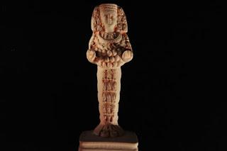 Xoanon statua antica in legno del passato raffigurante antiche divinità