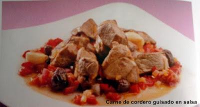 Carne de cordero guisado en salsa