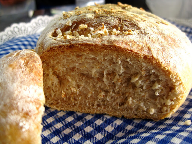 The Blue Cottage: Oatmeal Whole Wheat Bread