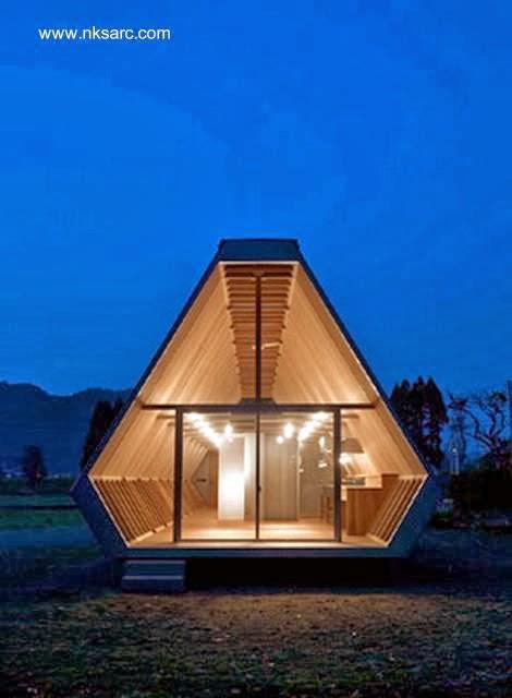 Extremo de la pequeña casa de madera japonesa
