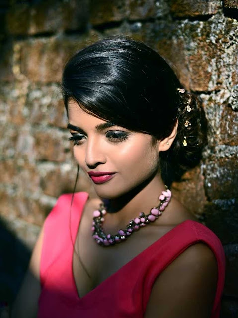 Beautiful Ashna Zaveri Wallpaper