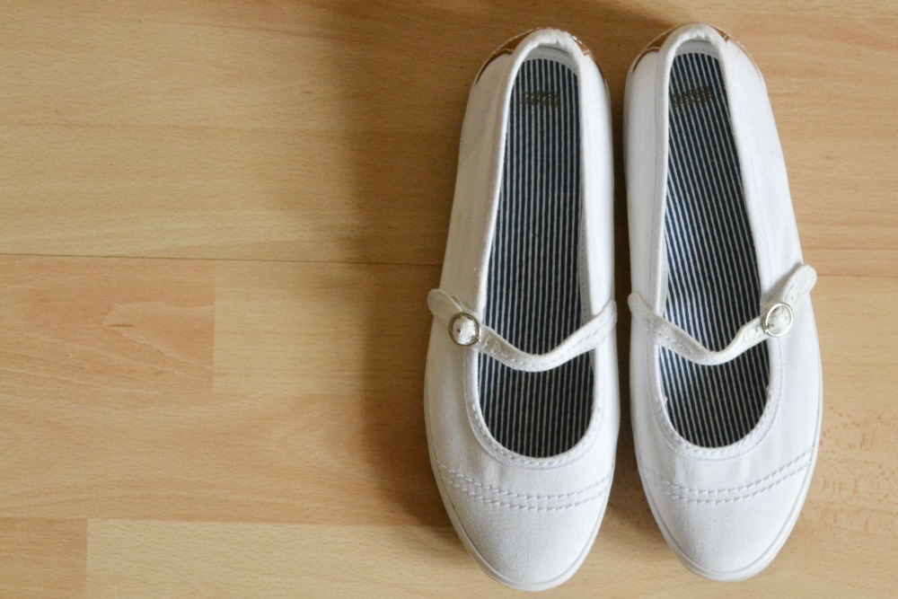 M&S white canvas summer shoes plimsolls retro vintage style strap
