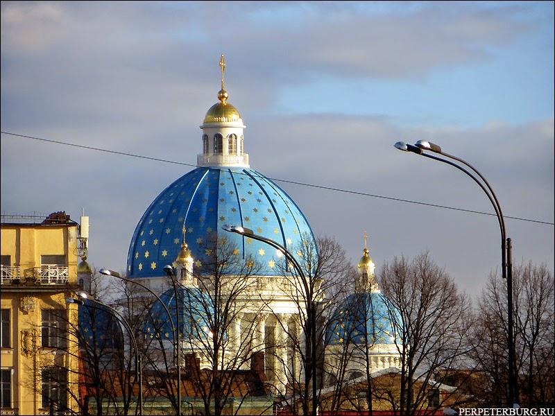 Собор с голубым куполом и звездами в Санкт-Петербурге