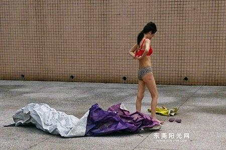 Panic carefree girl sunbathing nude in public in China
