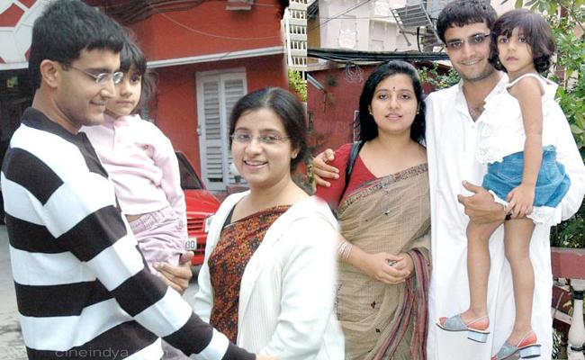 http://3.bp.blogspot.com/-x4TRqH_B0Rs/Tskua6S9JcI/AAAAAAAAOPw/wJviKOZ3pig/s1600/Sourav-Ganguly-with-his-wife-Dona-Ganguly.jpg