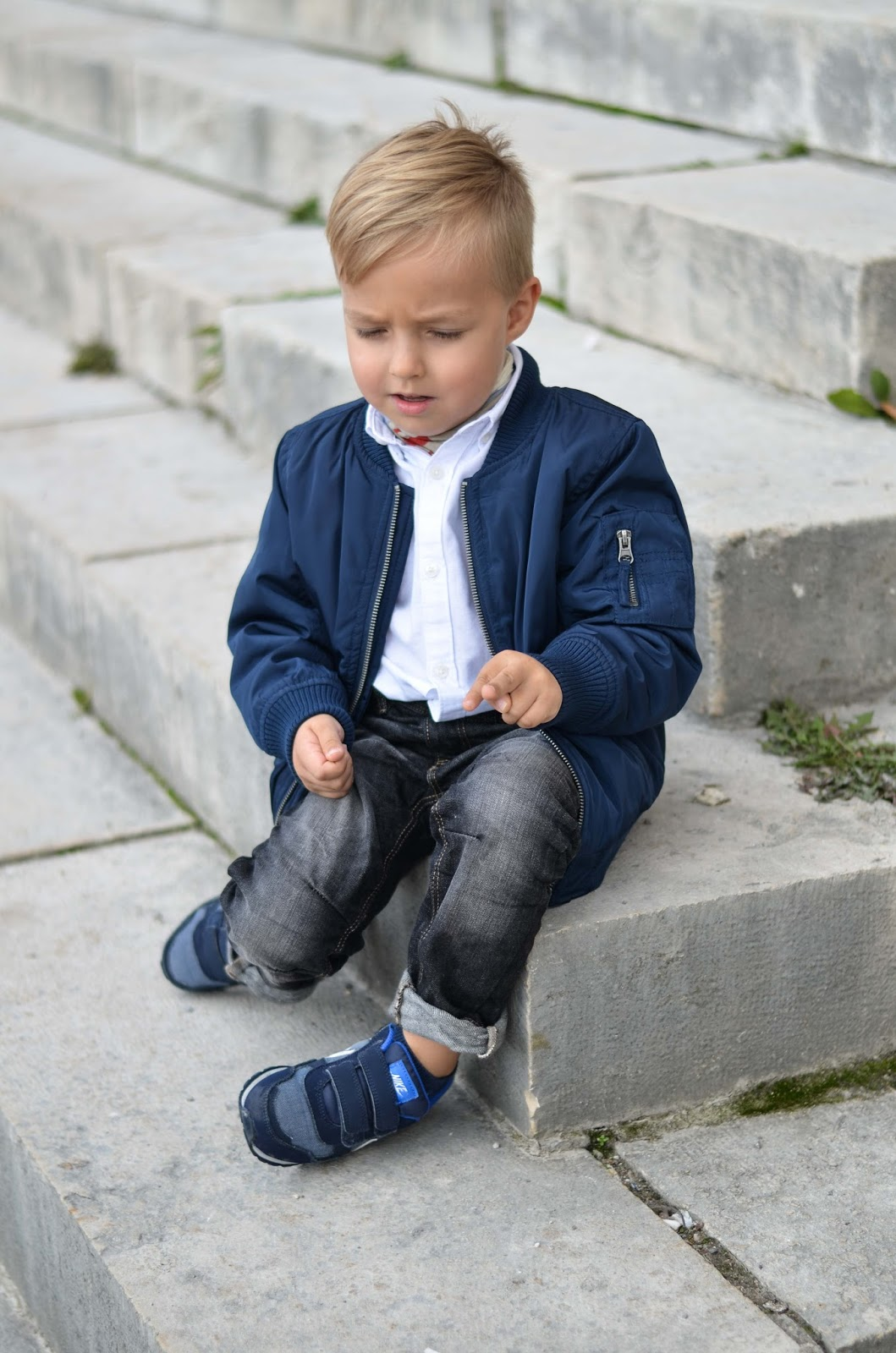 boy toddler fall style lindex bomber jacket sneakers jeans